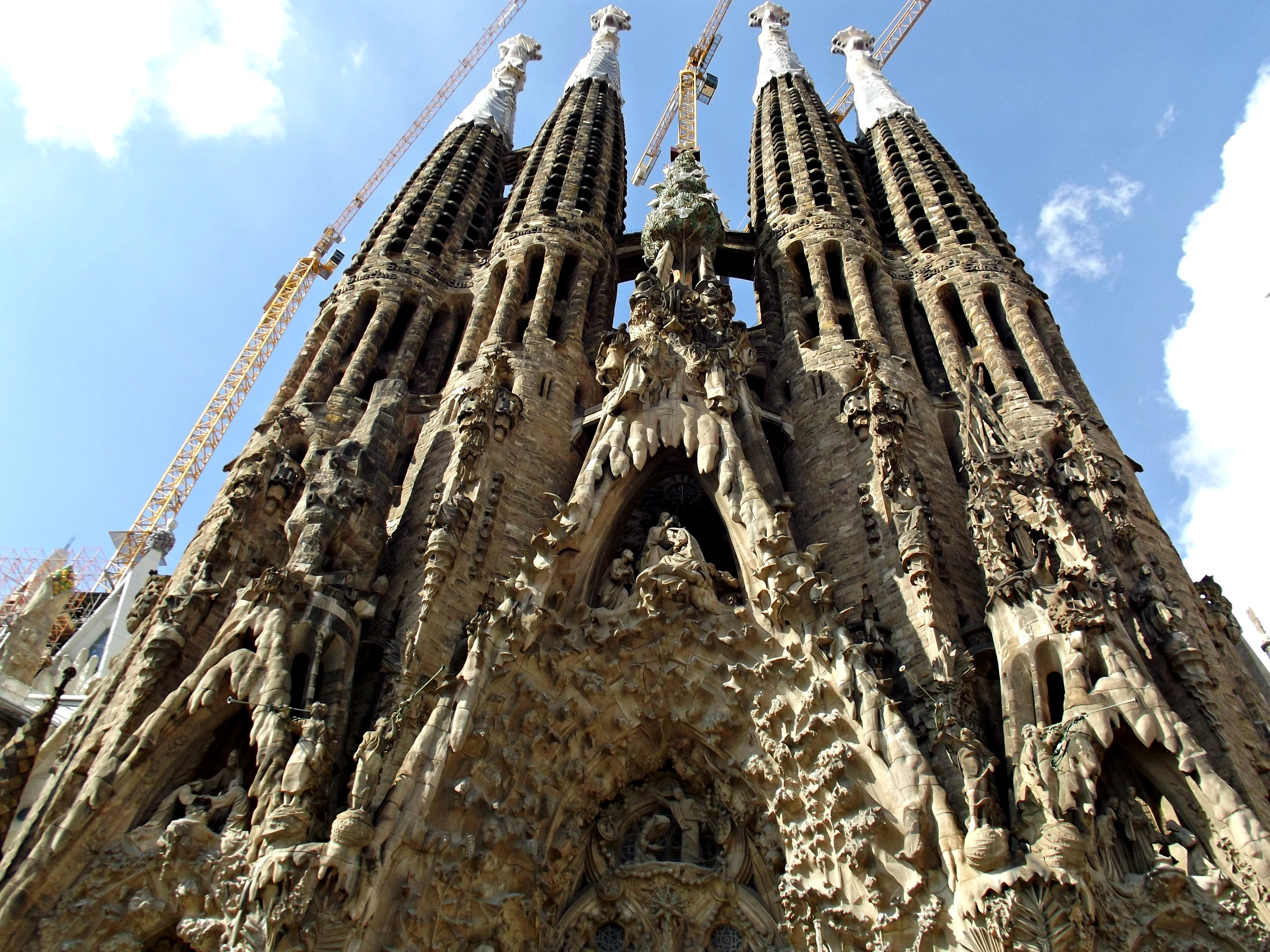Continuing My Adventures In Barcelona Saturday Was Spent Visiting Without Doubt The Main Attraction And One Of Most Famous Buildings On Earth